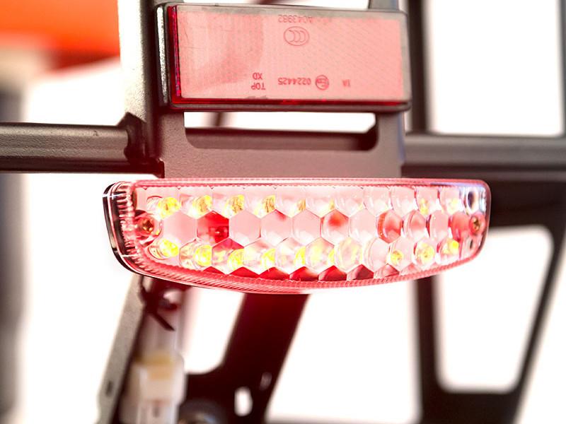 Задний фонарь со стоп-сигналом