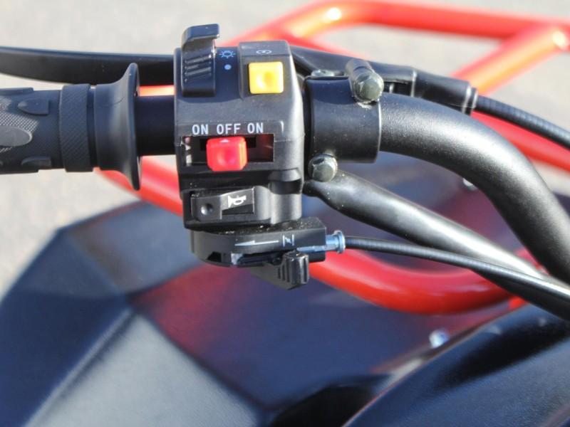 Управление воздушной заслонкой выведено на руль